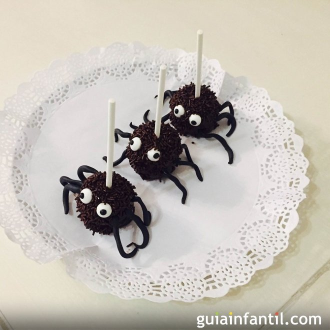 Receta de cake pops de arañas de chocolate para Halloween