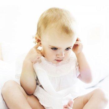 Bebé sordo oye por primera vez