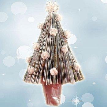 Manualidad de árbol de Navidad con papel de revista