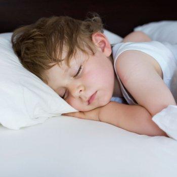 Beb s disfrazados de novios frases de amor para ni os - Hacerse pis en la cama ...