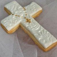 Decorar una galleta de cruz. Receta de Primera Comunión