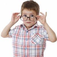 El uso de gafas para los niños