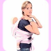 Porteo de bebé con fular de nudo por delante