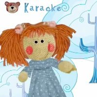 Muñeca vestida de azul. Karaoke del oso traposo