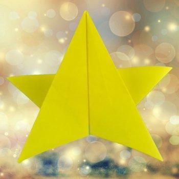 Una estrella de Navidad de papiroflexia