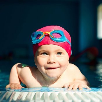 Beneficios de la iniciación acuática para los bebés