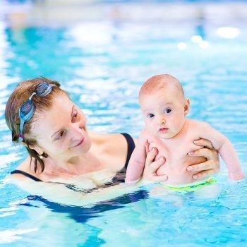 Con qué frecuencia llevar a los niños a la piscina