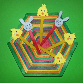 Aprende a hacer una cesta de Pascua con palitos de helado