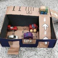 Cómo hacer un garaje para coches con una caja
