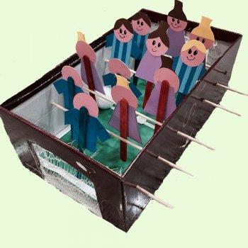 Cómo hacer un futbolín de cartón para niños
