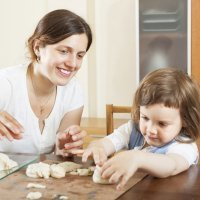 Aprende a hacer pasta de sal para jugar con los niños a modelar