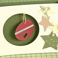 Postal con bola de Navidad, aprende a hacer manualidades