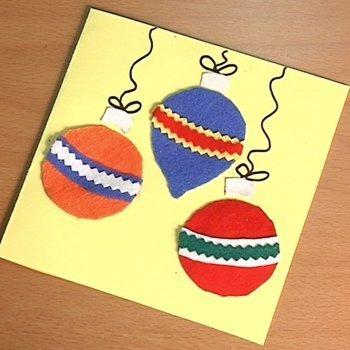 Felicita la Navidad con una tarjeta con bolas de fieltro