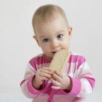 Cómo hacer el cambio de la alimentación del bebé, triturada a la sólida