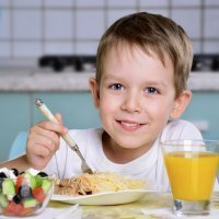 Cómo debe ser un la cena ideal y nutritiva para niños