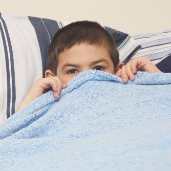 Cuando descubrimos al hijo tocandose los genitales ¿qué hacer?