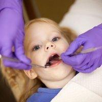 Pronóstico y tratamiento de un diente roto de un niño