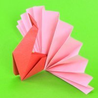 Pavo real de origami. Manualidades con papel