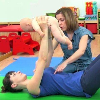 Ejercicio para fortalecer el pecho tras el parto. Gimnasia con el bebé