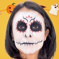 Cómo hacer un maquillaje de Catrina para disfrazar a los niños