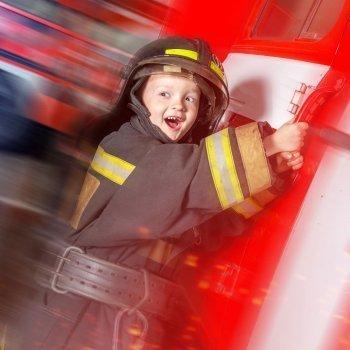 Cómo es un camión de bomberos por dentro. Vídeos educativos para niños
