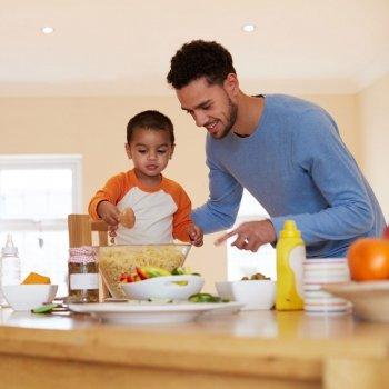 Qué tareas pueden hacer los niños en casa según el método Montessori