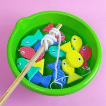 Cómo hacer un juego infantil para pescar peces