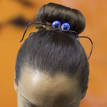 Moño de araña para Halloween. Peinados infantiles divertidos