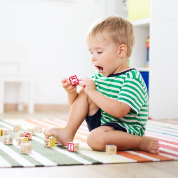 Por qué los niños aprenden más cuando están solos