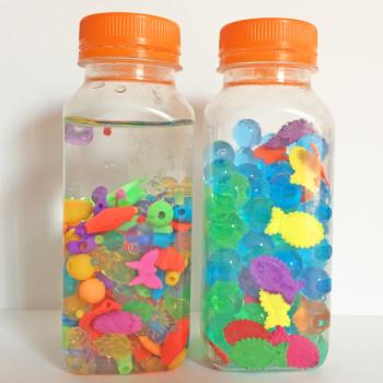 7 botellas sensoriales caseras para bebés con cosas que tienes por casa