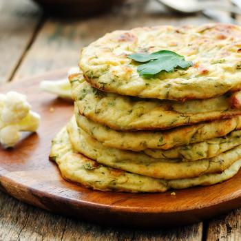 Tortitas o tortillas de coliflor. Receta casera y fácil
