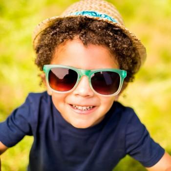 Cómo proteger del sol los ojos de los niños
