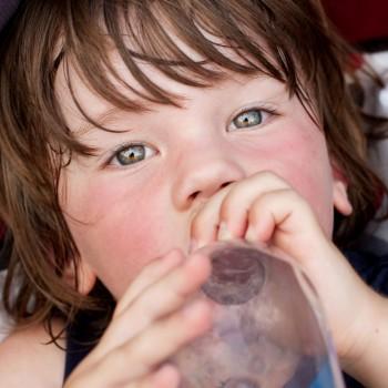 Cómo reducir los problemas de salud infantiles por el calor