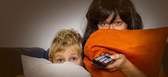 Por qué debes ver una película de miedo con tu hijo