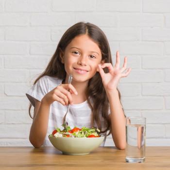 Juego de los colores del arcoiris para enseñar los niños a comer sano