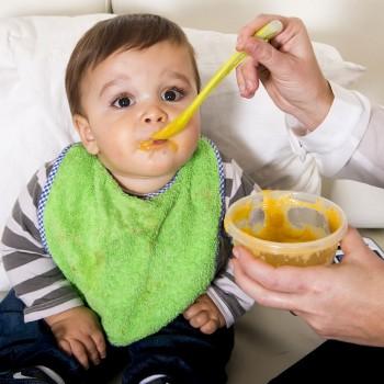 Primeras papillas de verduras con carne para el bebé