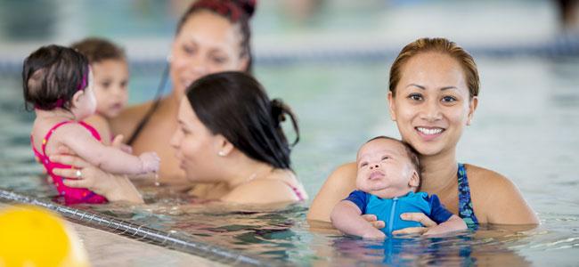 El contacto del bebé con el agua