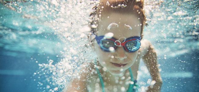 Enfermedades infecciosas que pueden transmitirse en las piscinas a los niños
