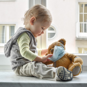 Los cubrebocas o mascarillas son peligrosos para niños menores a 2 años