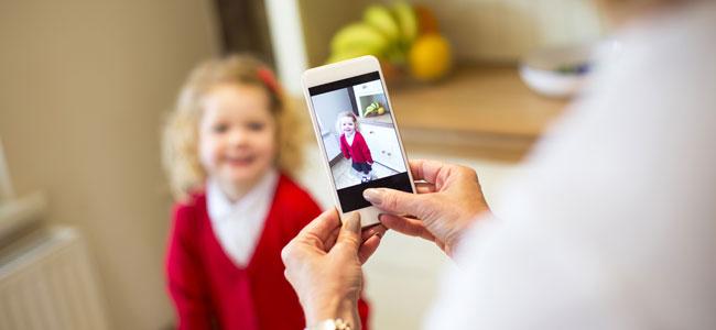 El peligro de compartir fotos de la vuelta al colegio de los niños