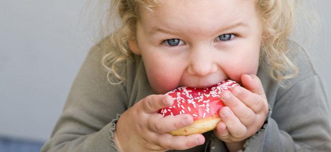 Consejos para que tu hijo no consuma comida basura