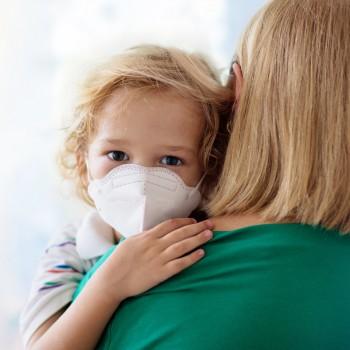 Cómo diferenciar un catarro o gripe de COVID 19 en niños