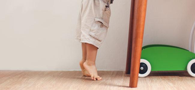 Por qué algunos niños con autismo caminan de puntillas