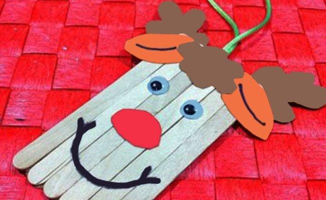 Reno de madera para adornar el árbol de navidad