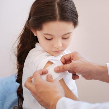 Cómo curar una herida en los niños por un corte, caída o quemadura
