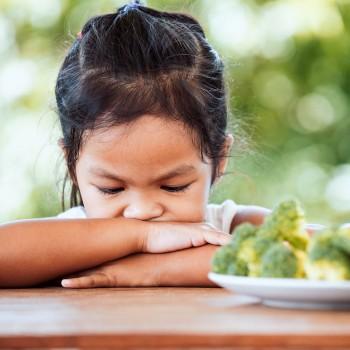 Cuando sí hay que obligar a los niños a comer