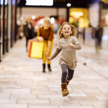 4 grandes peligros de los centros comerciales para niños en Navidad