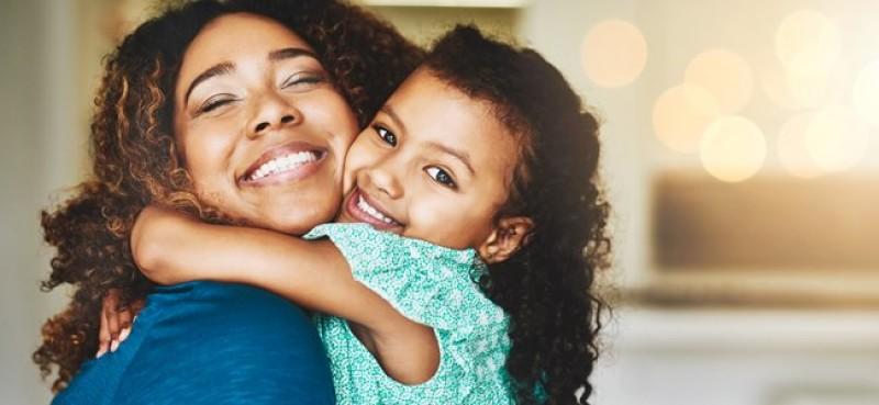 Divertidos Y Amorosos Abrazos En Familia Para Practicar A Diario