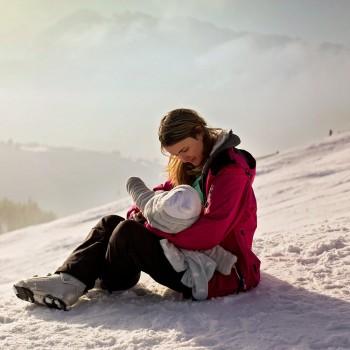 Trucos para dar el pecho a un bebé en invierno. Lactancia materna