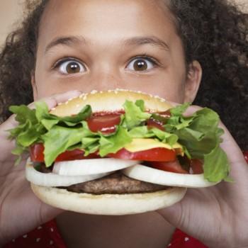Los niños que toman comida basura sacan peores notas